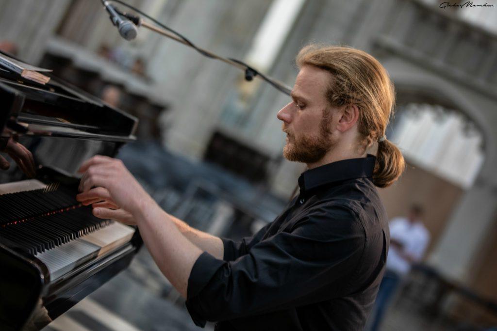 Piano met Jean Baptiste
